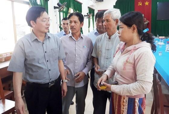 Lãnh đạo tỉnh Bình Định thăm hỏi, động viên gia đình các ngư dân mất tích.