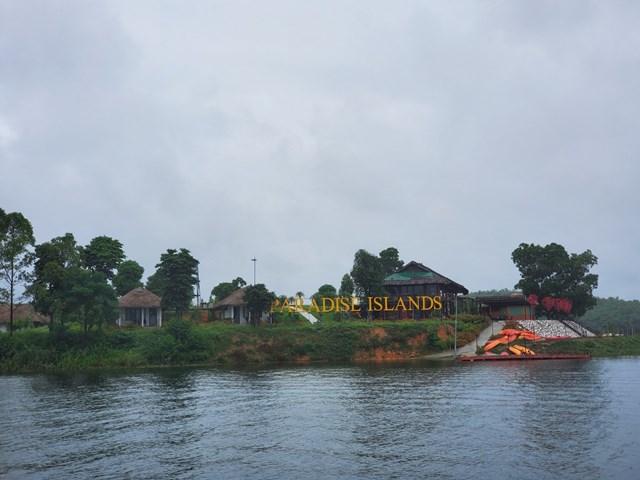 """Những """"resort"""" không phép hoàn thiện trên lòng hồ Thác Bà."""