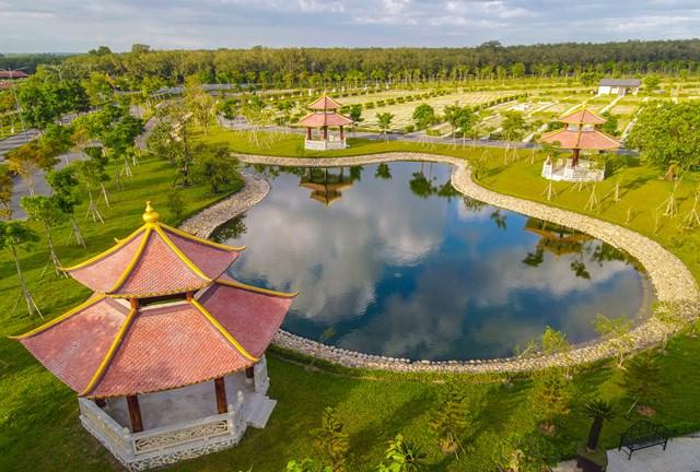 Sala Garden - dự án hoa viên nghĩa trang nằm tại xã Tân Hiệp, huyện Long Thành (Đồng Nai), có diện tích hơn 50 ha, tổng vốn đầu tư hơn 2.000 tỷ đồng. Dự án nằm trong một vành đai tâm linh với khoảng 60 ngôi chùa, thiền viện, giáo xứ gần đó.