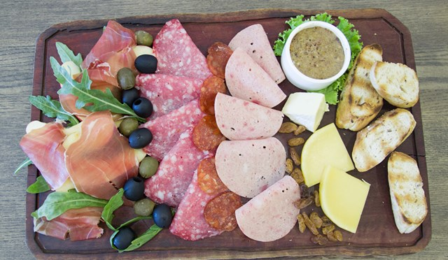 Đồ ăn nguội được sử dụng nhiều trong dịp Tết (Ảnh minh hoạ).