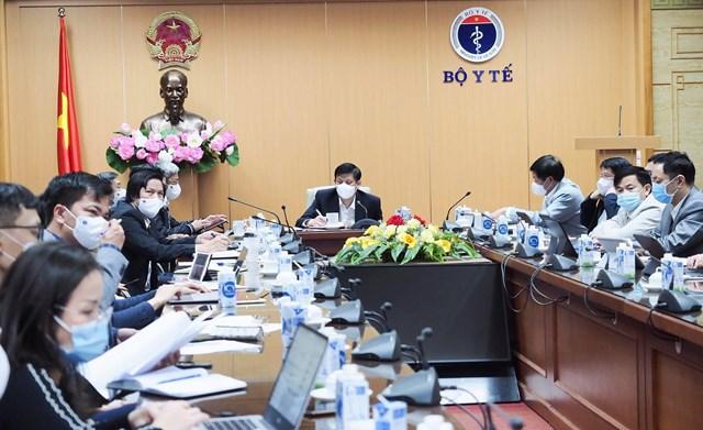 GS.TS Nguyễn Thanh Long, Bộ trưởng Bộ Y tế chủ trì cuộc họp chiều tối ngày 28/1.