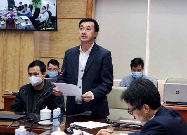 Thứ trưởng Bộ Y tế Trần Văn Thuấn đọc toàn văn Chỉ thị của Thủ tướngvề một số biện pháp cấp bách phòng chống dịch Covid-19. (Ảnh: Tuấn Anh).