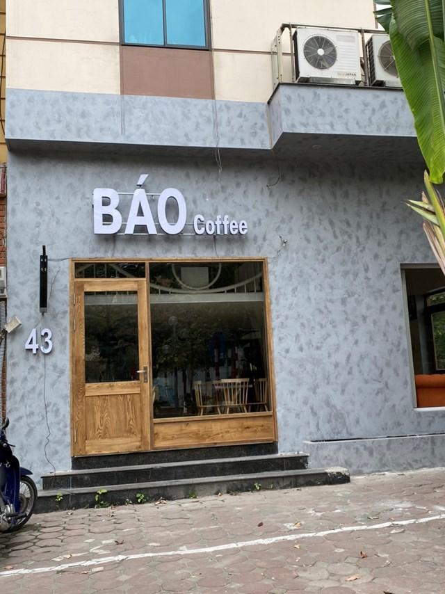 Một quán cafe trên đường Nguyễn Phong Sắc đóng cửa hoàn toàn. Ảnh: L.A..