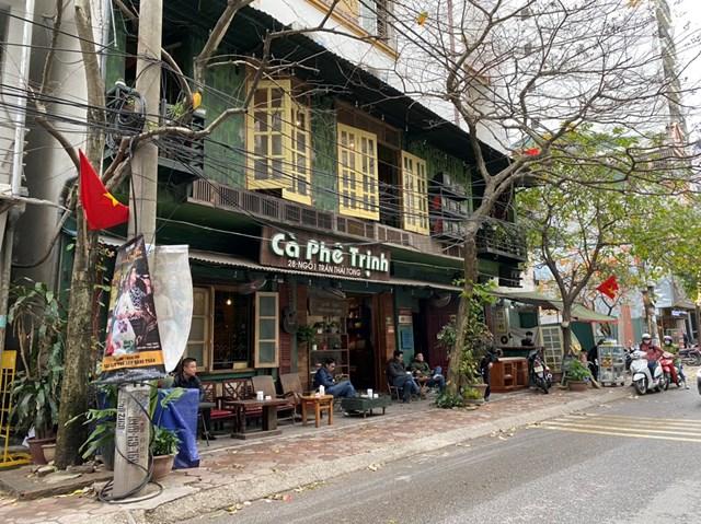 """""""Phố cafe"""" ở ngõ 1 Trần Thái Tông trở lại không khí thường ngày. Ảnh: Lan Anh."""