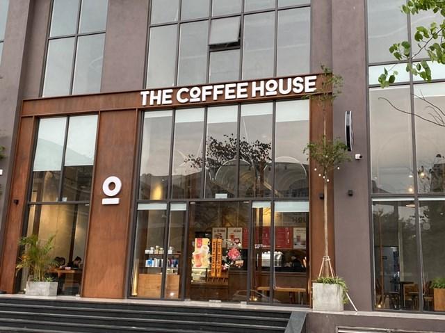 Các quán cafe The Coffee House đồng loạt mở cửa trở lại. Ảnh: Lan Anh.