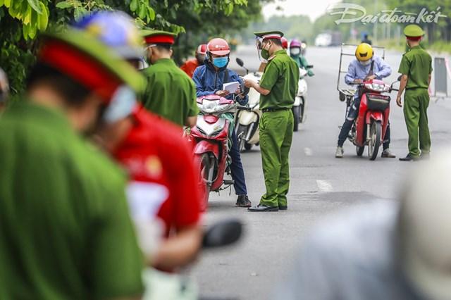 Hà Nội: Tiếp tục sử dụng giấy đi đường đã cấp và cấp giấy mới