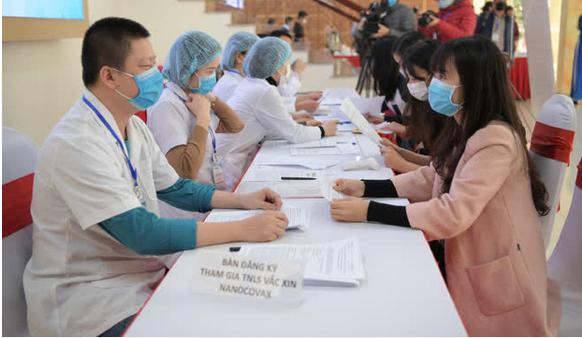 Những tình nguyện viên đầu tiên đăng ký thử nghiệm lâm sàng vaccine Covid-19 tại Học viên Quân Y. (Nguồn: Sưu tầm)