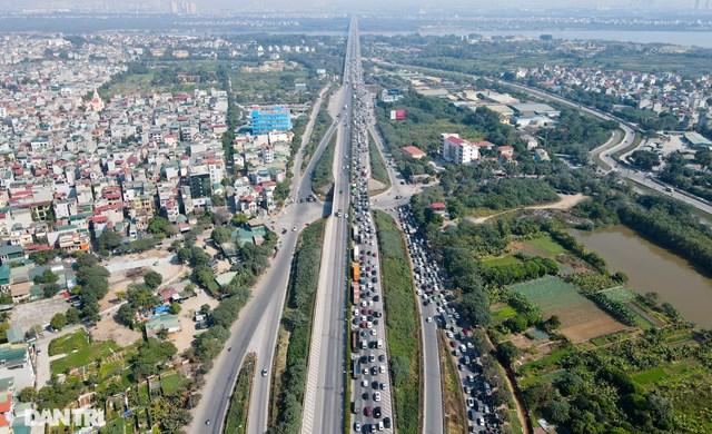 Ngày đầu năm mới, đường vành đai 3 trên cao ùn tắc cục bộ từ sáng đến trưa tại Hà Nội