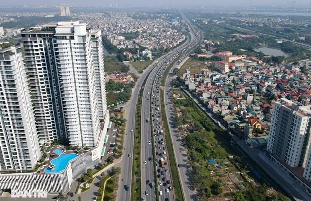 Ngày đầu năm mới, đường trên cao ở Hà Nội ùn tắc nghiêm trọng từ sáng đến trưa - Ảnh 1