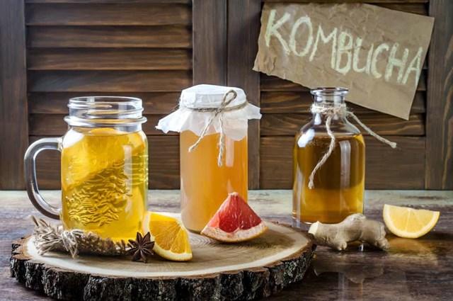 Kombucha là một loại trà lên men đã trở nên phổ biến trong giới thực phẩm sức khỏe, nó có từ 2000 năm trước trong lịch sử Trung Quốc.