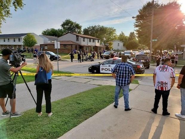 Cảnh sát phong tỏa hiện trường vụ nổ súng. Nguồn: kenoshanews.com.