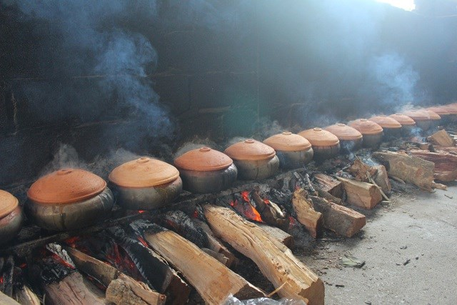 Cá kho ở đây được bán quanh năm, nhưng bận rộn nhất là giáp Tết, từ khoảng nửa cuối tháng 12 âm lịch trở đi.