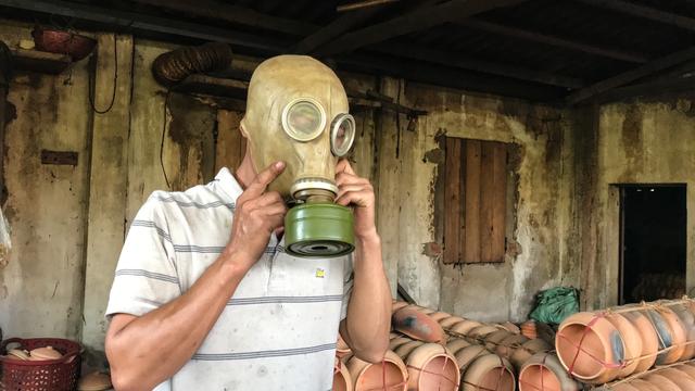 Chiếc mặt nạ chỉ khoảng hơn 200 ngàn đồng này đã giải quyết được nỗi vất vả của người làm nghề cá kho làng Vũ Đại suốt hàng chục năm qua.