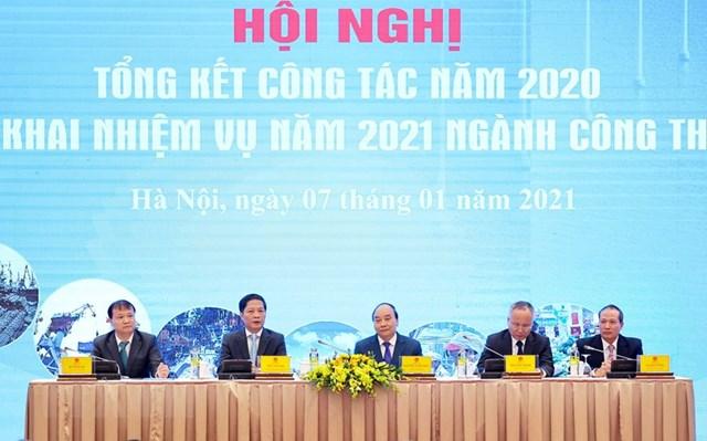 Thủ tướng Nguyễn Xuân Phúc dự và chỉ đạo hội nghị. Ảnh: Thống Nhất/TTXVN.