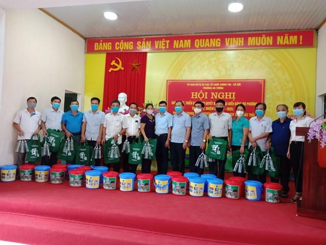Ra quân tuyên truyền chống rác thải nhựa tại phường An Tường, thành phố Tuyên Quang.