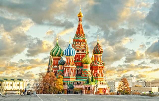 Nhà thờ thánh Basil, Nga - Truyền thuyết kể rằng Ivan IV (Ivan Bạo chúa) đã khiến kiến trúc sư bị mù sau khi ông tạo ra công trình kiến trúc kỳ diệu này ở Moscow, để ngăn ông ta xây một tòa nhà tráng lệ hơn cho bất kỳ ai khác.