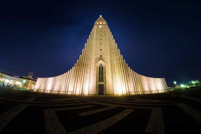 Nhà thờ Hallgrímur, Iceland - Reykjavik là công trình kiến trúc cao thứ sáu trên toàn quốc, được thiết kế giống với dung nham bazan chảy ở Iceland.