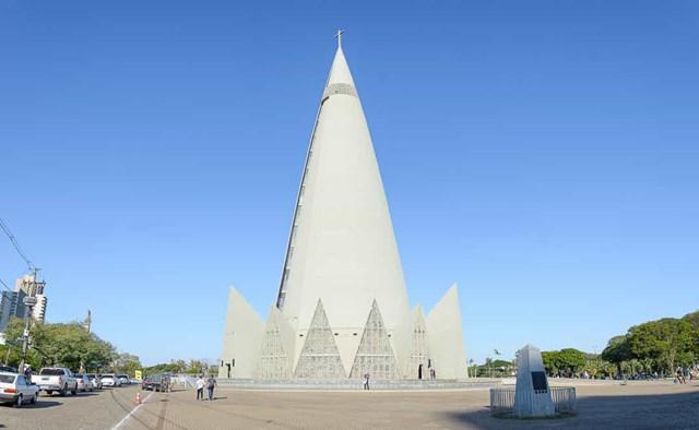 Nhà thờ Maringá, Brazil - là nhà thờ cao nhất ở Nam Mỹ, với chiều cao 124 m.