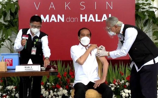 Tổng thống Indonesia tiêm vaccine ngừa Covid-19 - Ảnh 1