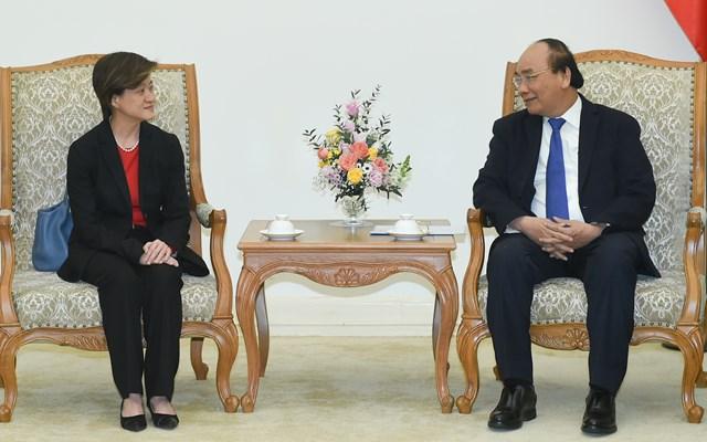 Thủ tướng Nguyễn Xuân Phúc tiếp Đại sứ Singapore Catherine Wong. Ảnh: VGP..