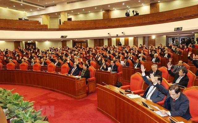 Các đại biểu biểu quyết thông qua chương trình Hội nghị. Ảnh: Trí Dũng/TTXVN.