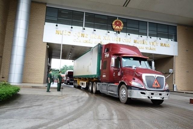 Hoạt động xuất nhập khẩu qua cửa khẩu quốc tế đường bộ số II Kim Thành, Lào Cai.