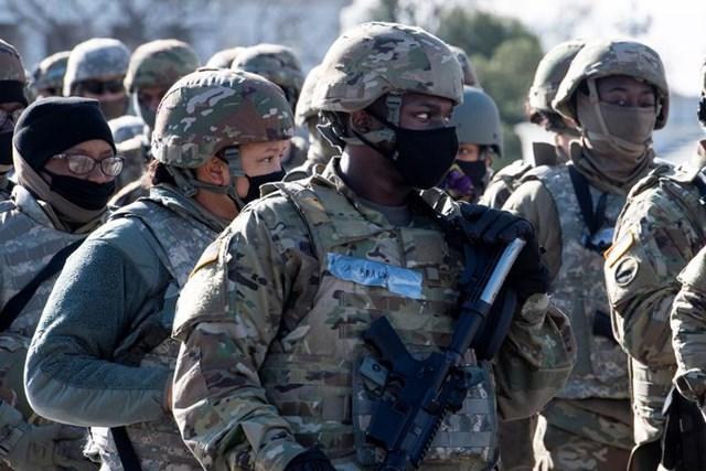 Các thành viên của Lực lượng Vệ binh Quốc gia Mỹ có mặt khi có thông tin mất an ninh tại buổi diễn tập.