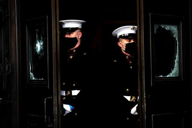 Lực lượng lính thủy đánh bộ của Nhà Trắng trong một buổi diễn tập.