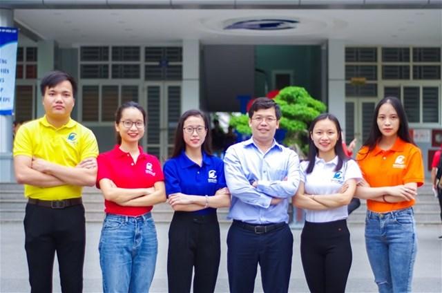 TS Dương Trung Kiên, Phó Hiệu trưởng nhà trường cùng đội FLAMES.