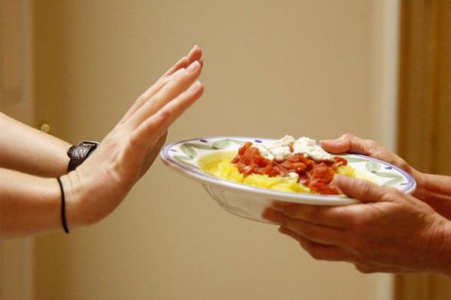 Nguy cơ tăng cân từ việc bỏ bữa tối - Ảnh 1