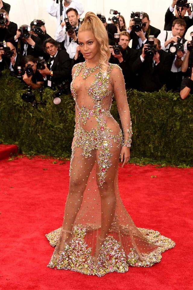 Beyoncé đã làm rung chuyển chiếc váy Givenchy Haute Couture tại buổi dạ tiệc MET 2015.