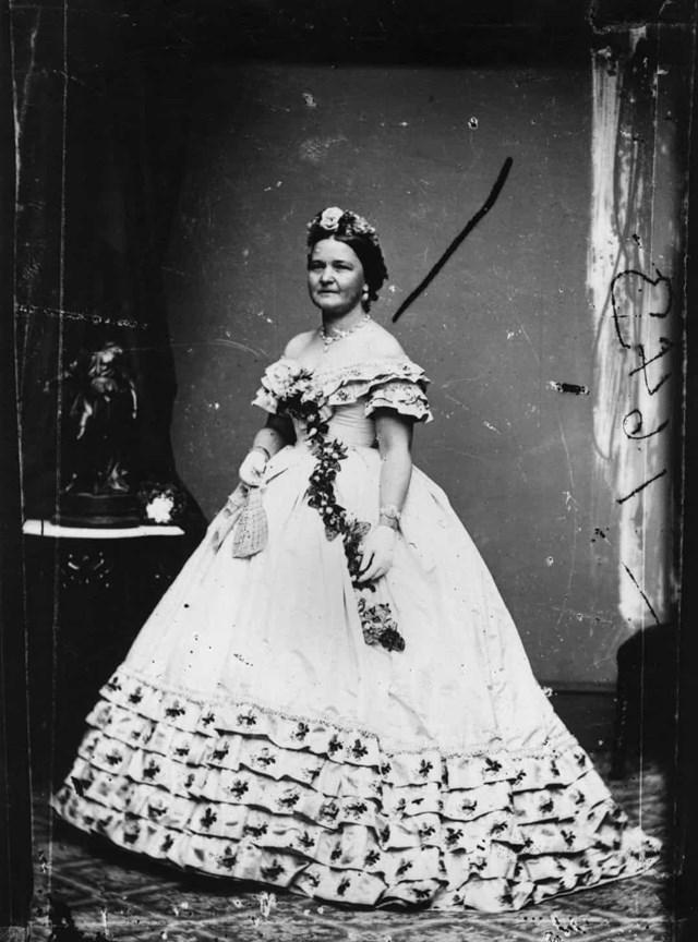 Mary Todd Lincoln trong lễ nhậm chức đầu tiên của Tổng thống Ulysses S. Grant vào năm 1873.