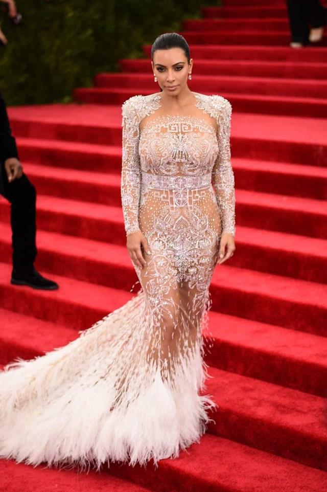 Kim Kardashian đã mặc chiếc váy hở hang của Roberto Cavalli đến MET Gala 2015.
