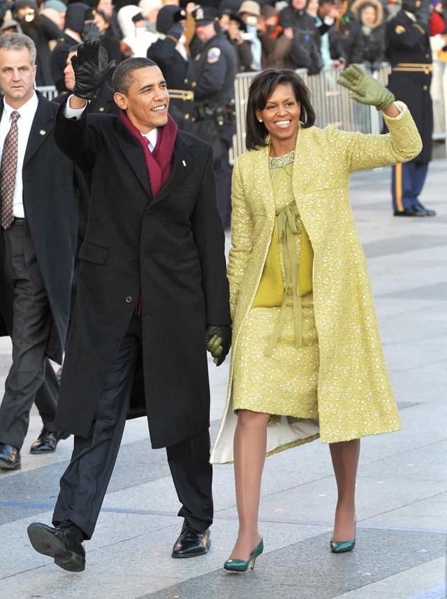 Trong lễ nhậm chức đầu tiên của Tổng thống Barack Obama vào năm 2009, Đệ nhất phu nhân Michelle Obama mặc một chiếc váy Isabel Toledo và áo khoác cùng với một đôi găng tay J. Crew.