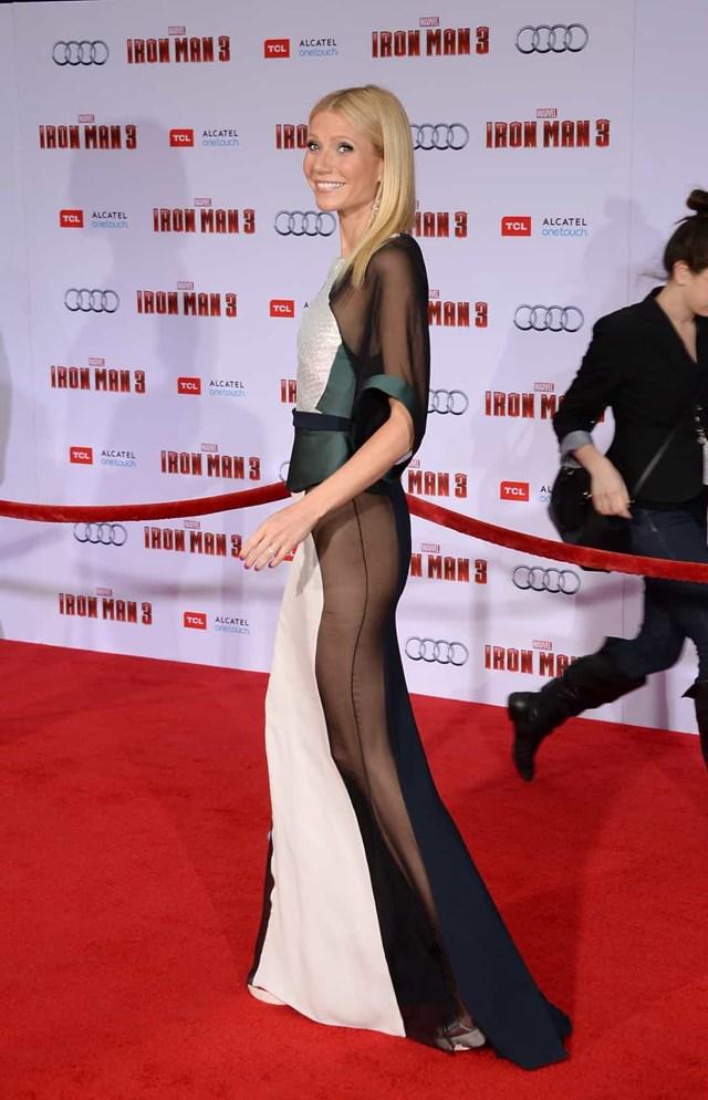 """Gwyneth Paltrow đã chọn chiếc váy của Antonio Berardi với """"một chút"""" trong suốt."""
