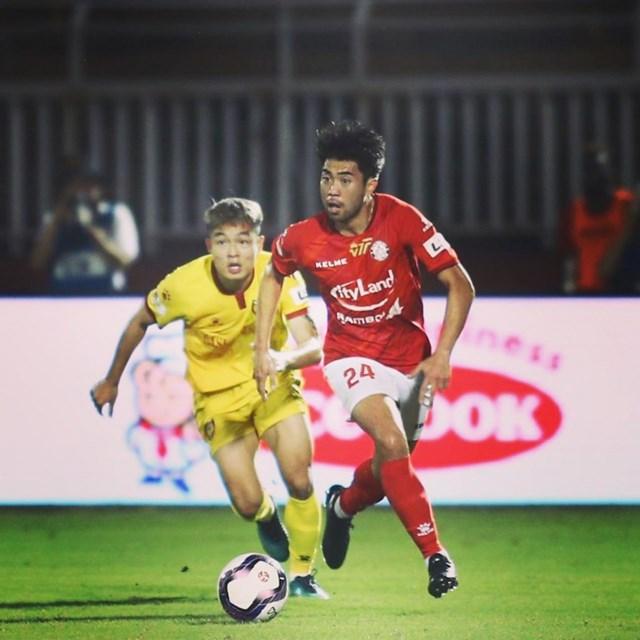 Lee Nguyễn tái xuất V-League trong màu áo TP HCM. Ảnh: FBNV.