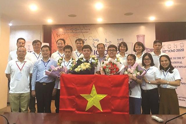 Thí sinh đội tuyển Việt Nam thi IMO 2020.