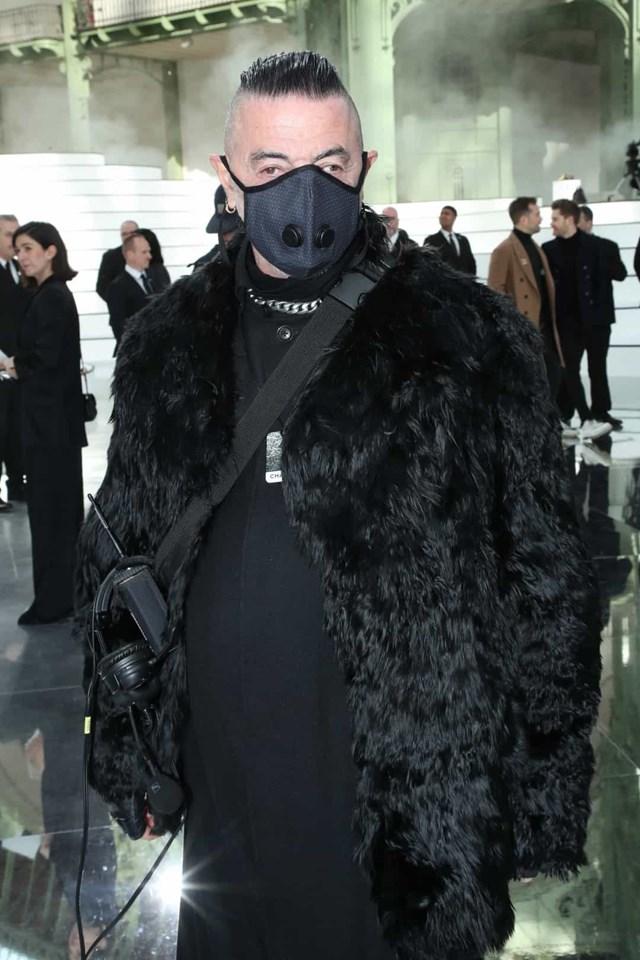 Nhà sản xuất chương trình thời trang Etienne Russo tham dự buổi trình diễn của Chanel trong khuôn khổ Tuần lễ thời trang Paris.