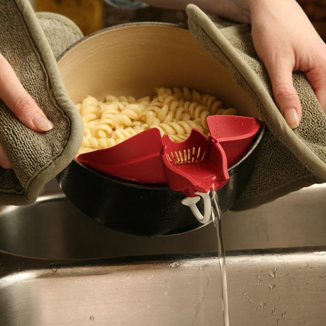 Một vòi thoát nước giúp loại lượng nước dư thừa.