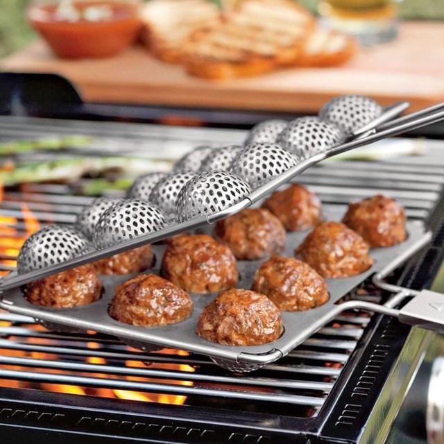 Dụng cụ làm món thịt viên hoàn hảo.