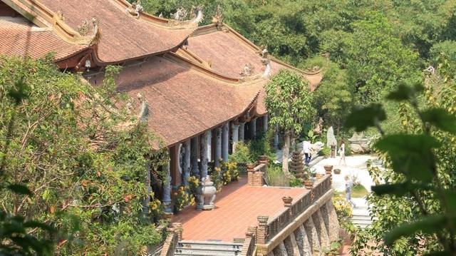 Về quy mô, chùa có Tam Bảo, nhà thờ Tổ, nơi thờ Đức Ông, đức Thánh Hiền; nhà ở, giảng đường, nhà khách, nơi ở của phật tử.