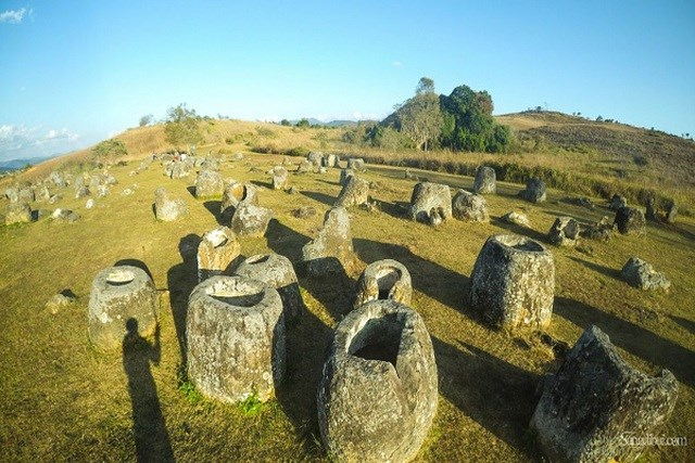 Làm sao người xưa chuyển được những chiếc chum nặng này đến địa điểm hiện tại vẫn là ẩn số.