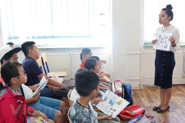 Một lớp học tiếng Việt dành do con em người Việt ở thủ đô Prague, Cộng hòa Séc. Ảnh: Hồng Kỳ.