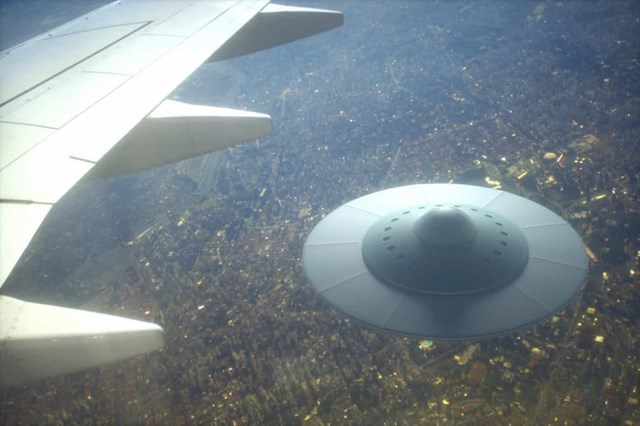 Những vụ nhìn thấy UFO nổi tiếng nhất trên thế giới - Ảnh 10