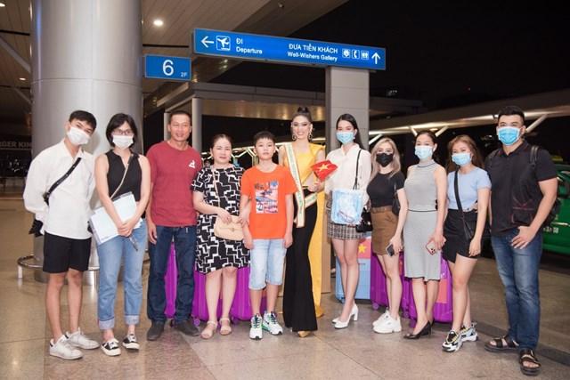 Ngọc Thảo mang theo 10 kiện hành lý với tổng trọng lượng lên đến gần 150kg. Lý do vì nàng hậu sinh năm 2000 sẽ phải cách ly tổng cộng gần 1 tháng khi sang Thái Lan và cả khi trở về Việt Nam.