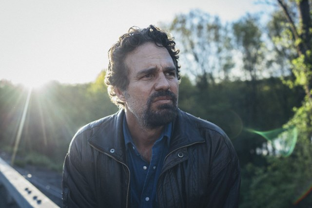 """Mark Ruffalo trong bộ phim """"I Know This Much Is True"""" ."""
