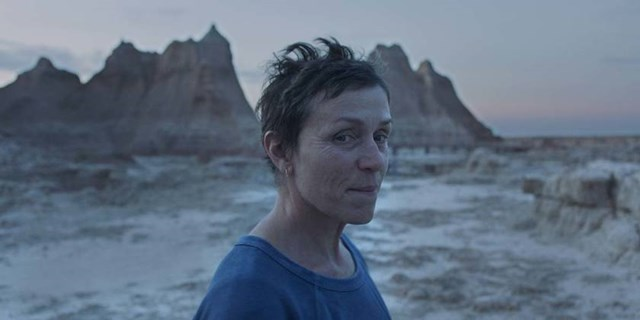 """Frances McDormand trong phim """"Nomadland""""."""