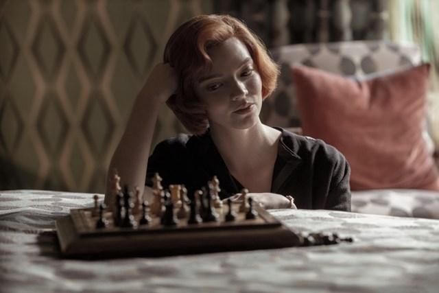 """Anya Taylor-Joy đóng vai chính trong """"The Queen's Gambit."""""""