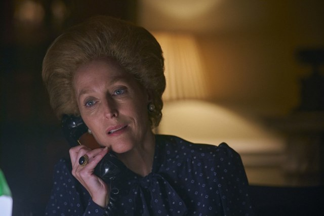 """Gillian Anderson trong vai Margaret Thatcher trong """"The Crown""""."""