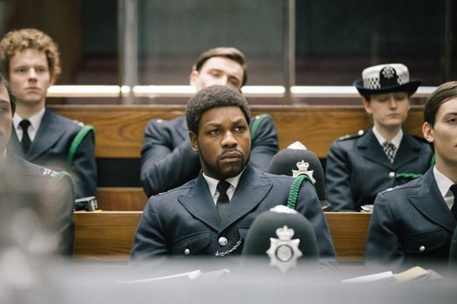 """John Boyega trong vai Leroy Logan trong """"Red, White and Blue"""", một phần của loạt phim """"Small Axe"""" của đạo diễn Steve McQueen."""